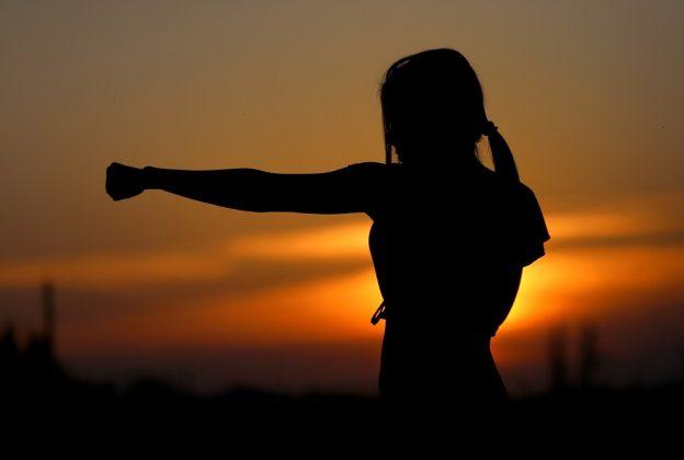 Jak radzić sobie ze złością – rozładowanie złości, ćwiczenia i techniki